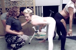 miley-cyrus-we-cant-stop-video